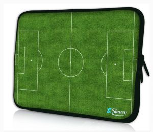 Sleevy 17 inch laptophoes voetbalveld